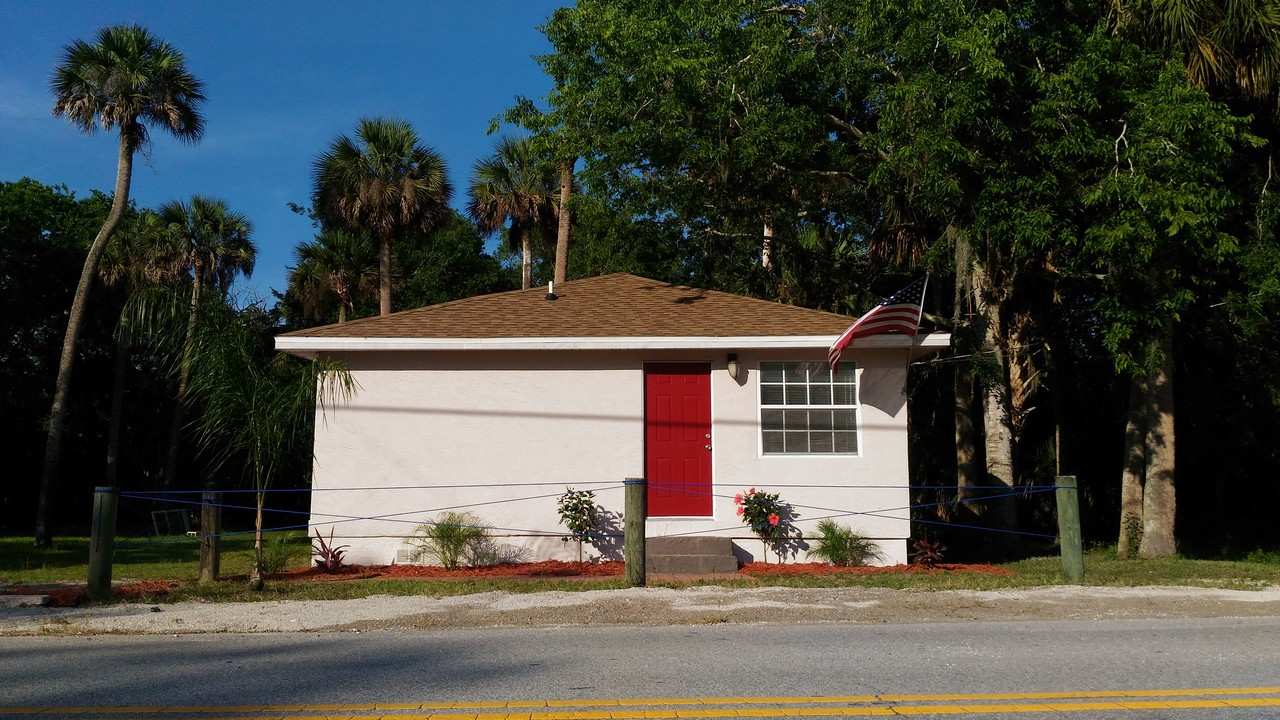 335 N Myrtle Ave., Home in New Smyrma Beach, FL