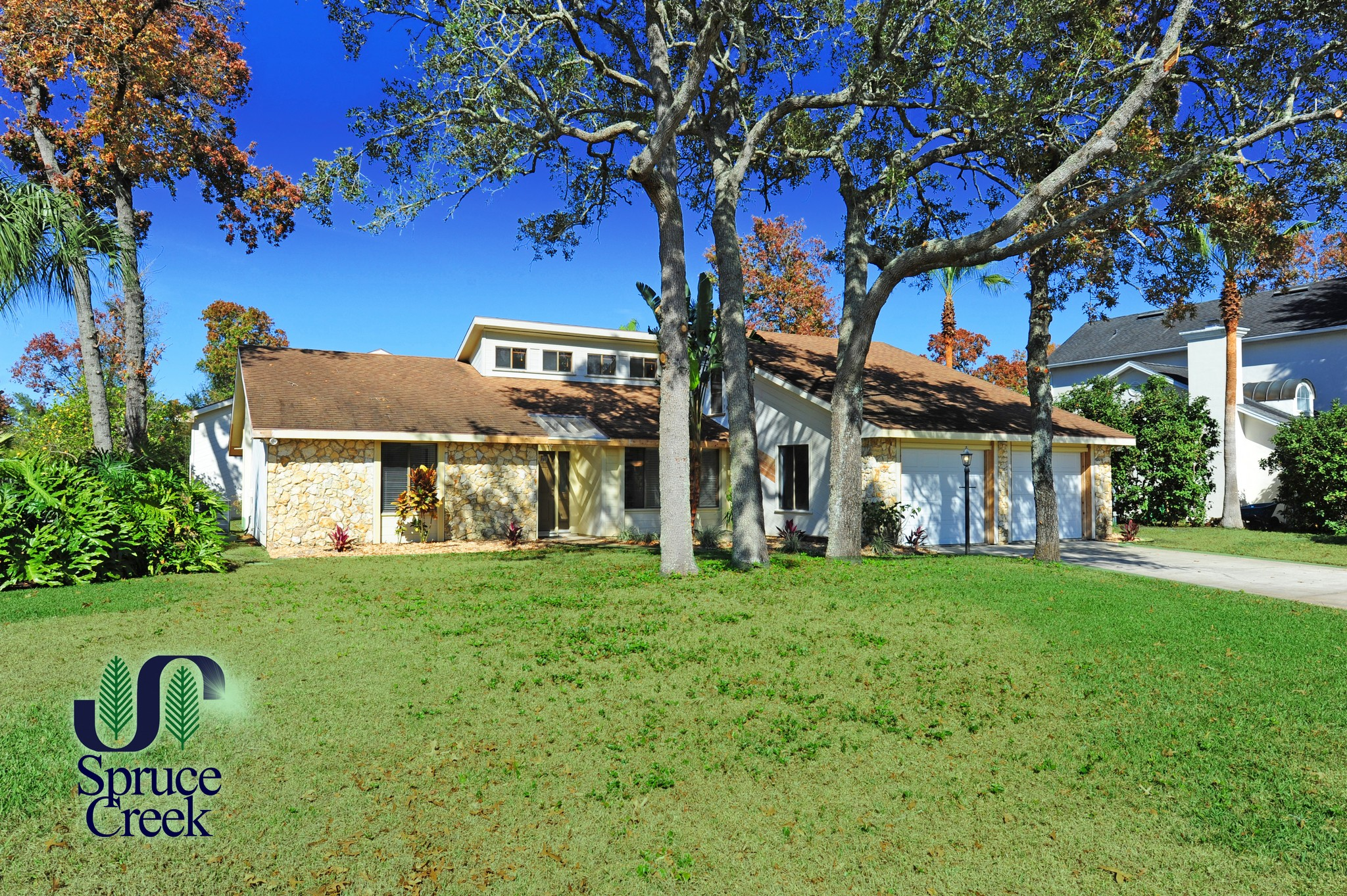 1765 Mitchell Ct., Renovated Hangar Home in Spruce Creek Fly-In