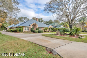 1817 Spruce Creek Blvd., Nature Home in Spruce Creek