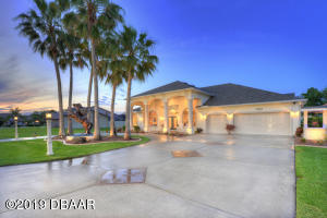 1822 Wiley Post Trail, Hangar Home in Spruce Creek Fly-In