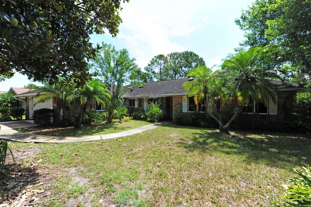 1878 Seclusion Drive, BANK-OWNED - Golf Course Pool Home in Spruce Creek Fly-In
