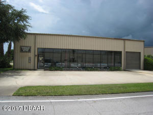 215 Cessna Blvd., Commercial Hangar in Spruce Creek
