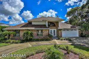 2524 Tail Spin Trail, Hangar Home in Spruce Creek Fly-In