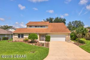 2531 Cross Country Drive, Hangar Home in Spruce Creek Fly-In