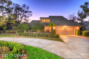 2535 Tail Spin Trail, Hangar Home in Spruce Creek Fly-In