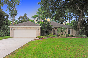 2608 Spruce Creek Blvd., Renovated Nature Home in Spruce Creek Fly-In