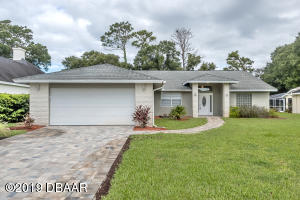 27 Lazy Eight Drive - Golf Course Home in Spruce Creek Fly-In
