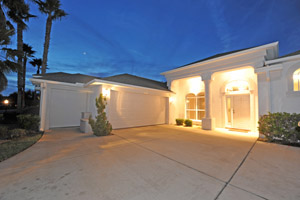 3135 Waterway, Waterfront Pool Home in Spruce Creek Fly-In