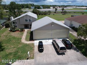 38 Lindy Loop, Hangar Home in Spruce Creek Fly-In